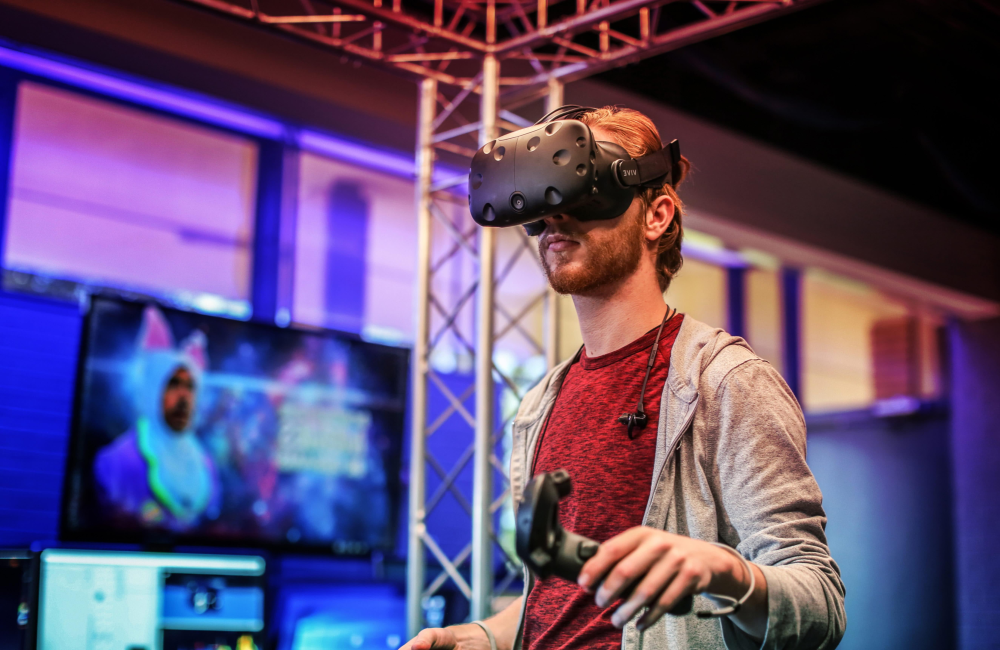 Gaming & animation student uses virtual reality headset.